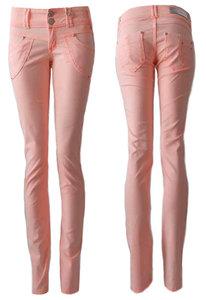 Geniet van de zomer met korting op jeans in lengtematen